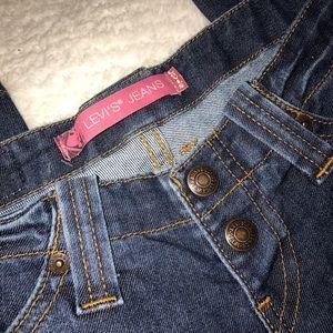 Women's Levi's jeans.